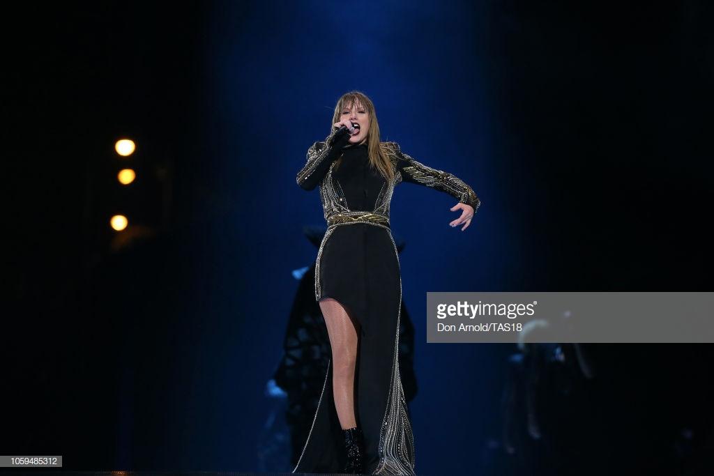 phong cách thời trang Taylor Swift trong tour diễn 6