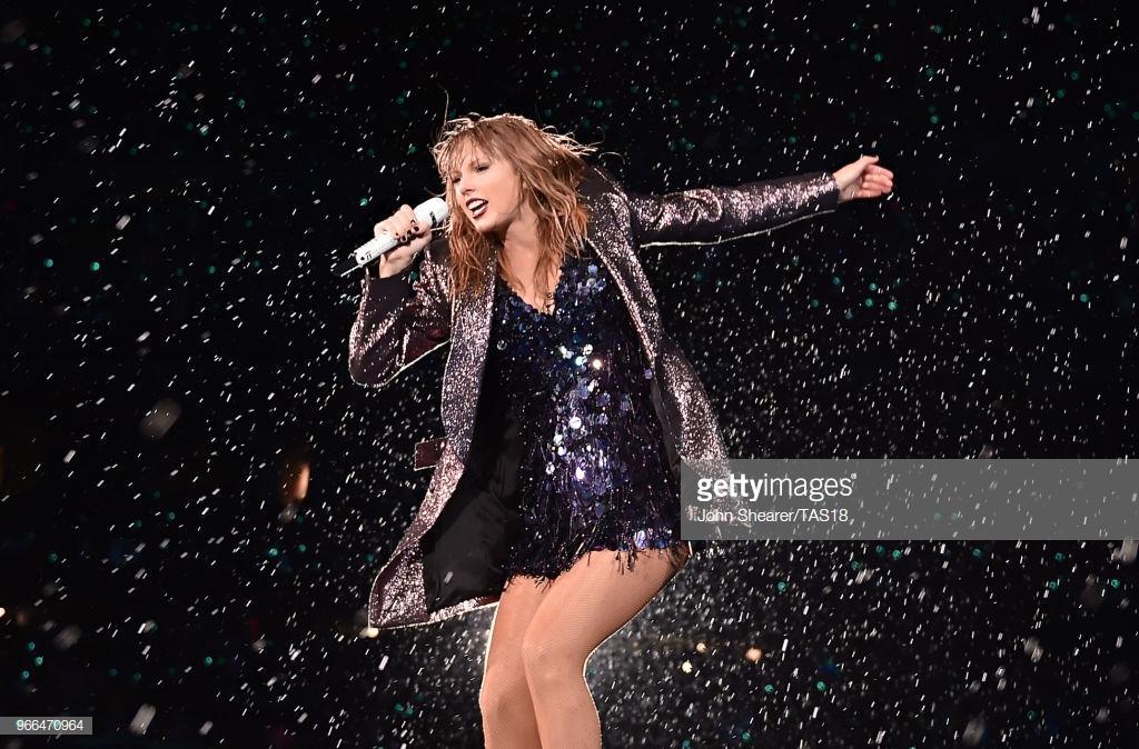 phong cách thời trang Taylor Swift trong tour diễn 1