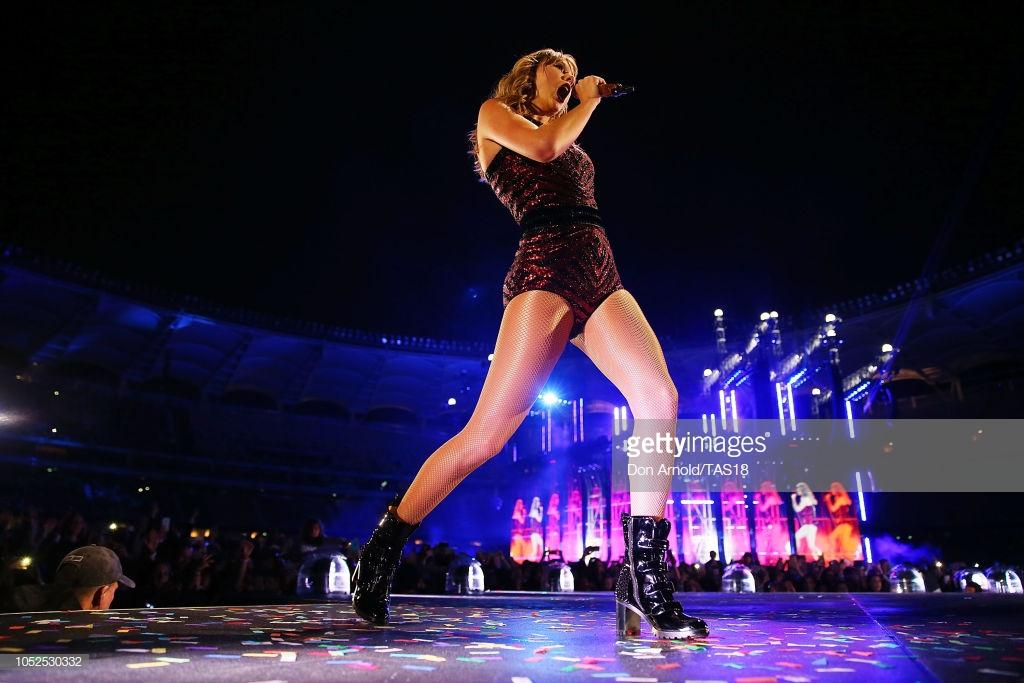 phong cách thời trang Taylor Swift trong tour diễn 5