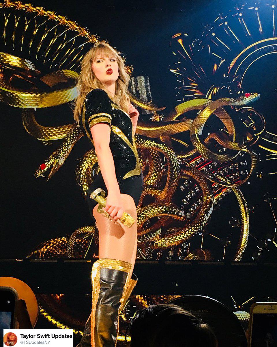 phong cách thời trang Taylor Swift trong tour diễn 3