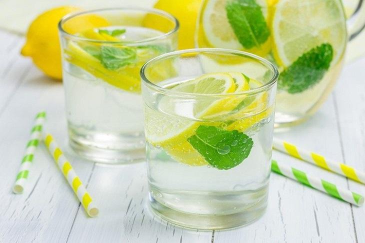 uống nước ấm 03