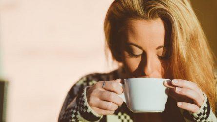 Uống nước ấm thường xuyên mang lại nhiều lợi ích bạn không ngờ