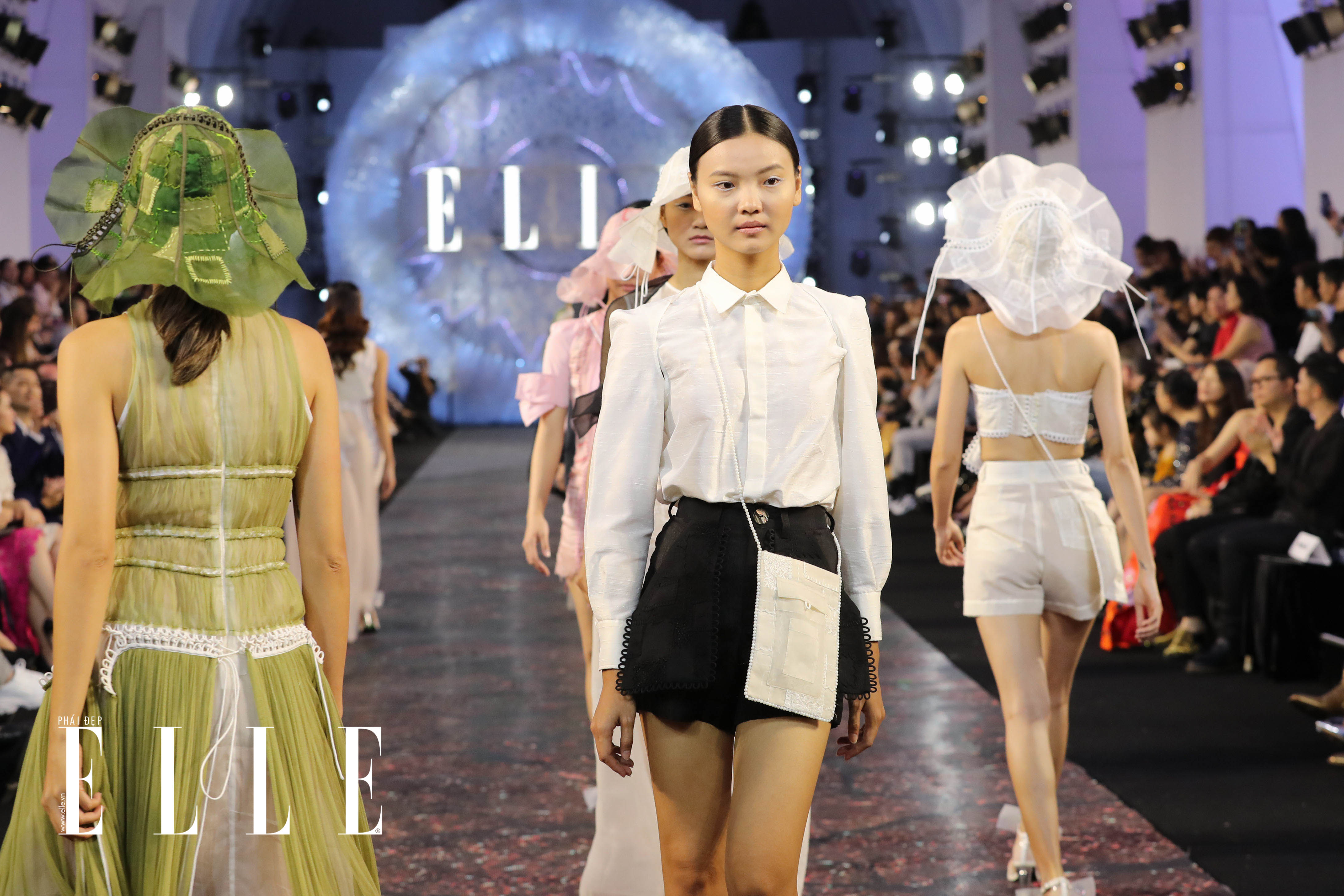 xu huong trang tu nhien diem thong linh san dien elle fashion journey 2018 07