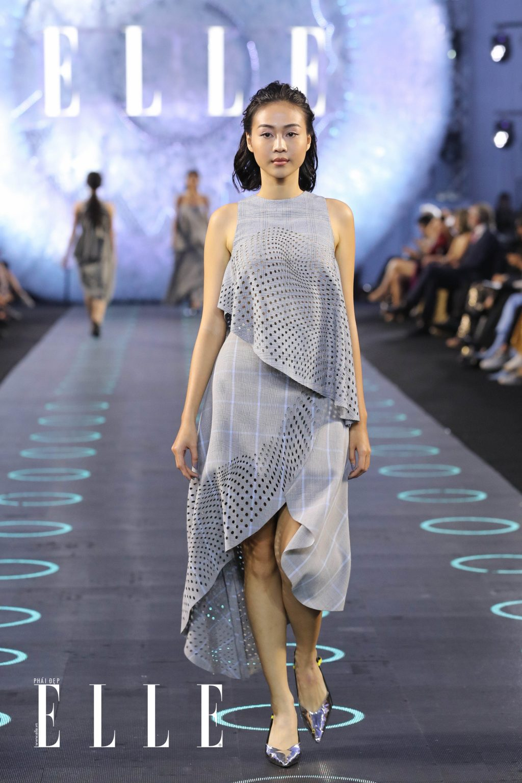 xu huong trang tu nhien diem thong linh san dien elle fashion journey 2018 20