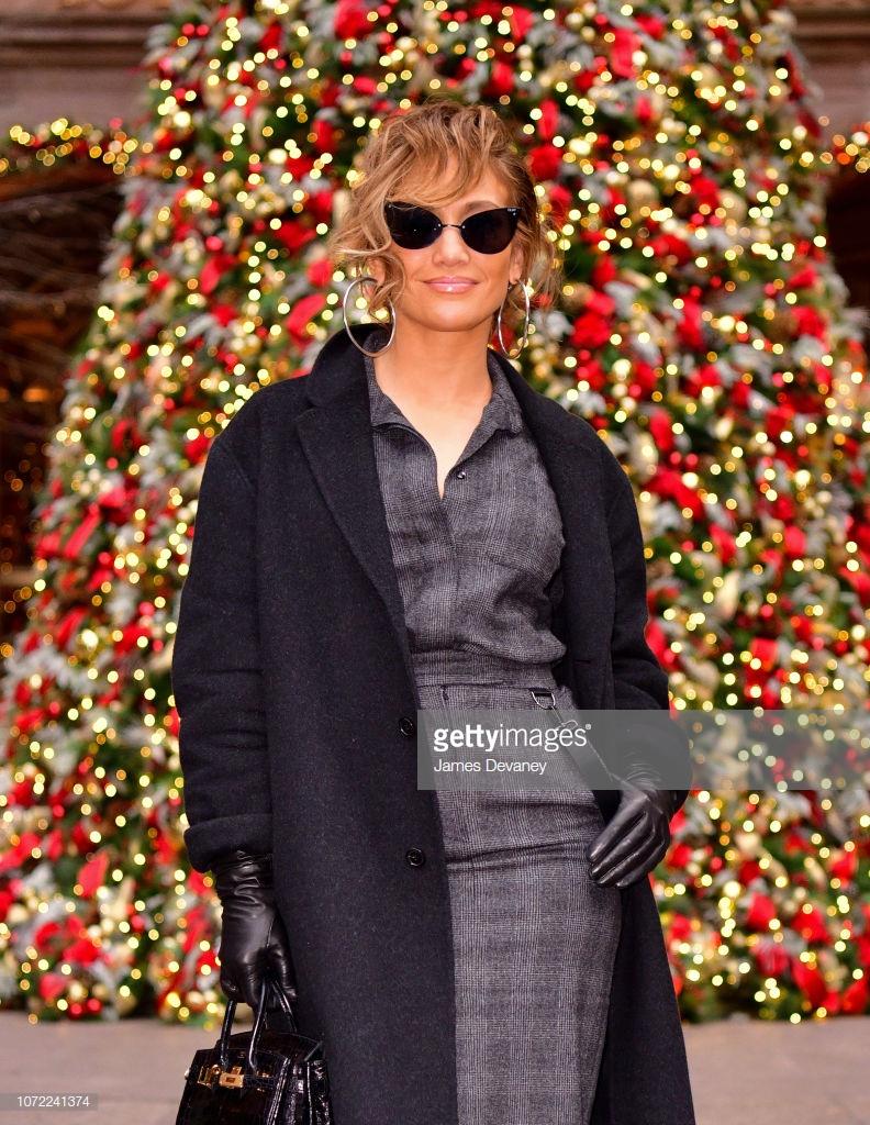 áo khoác mùa Đông Jennifer Lopez 2