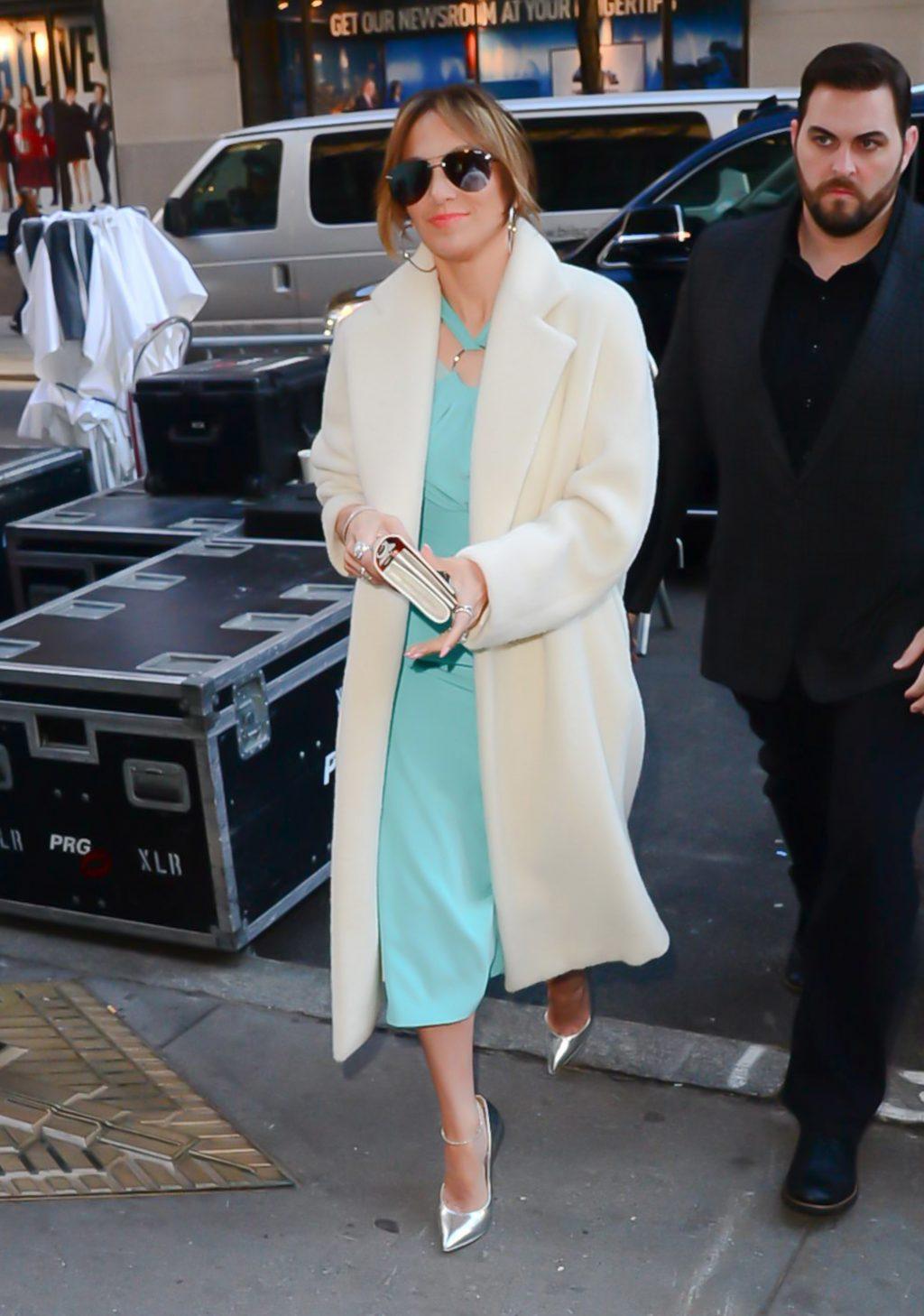 áo khoác mùa Đông Jennifer Lopez 3