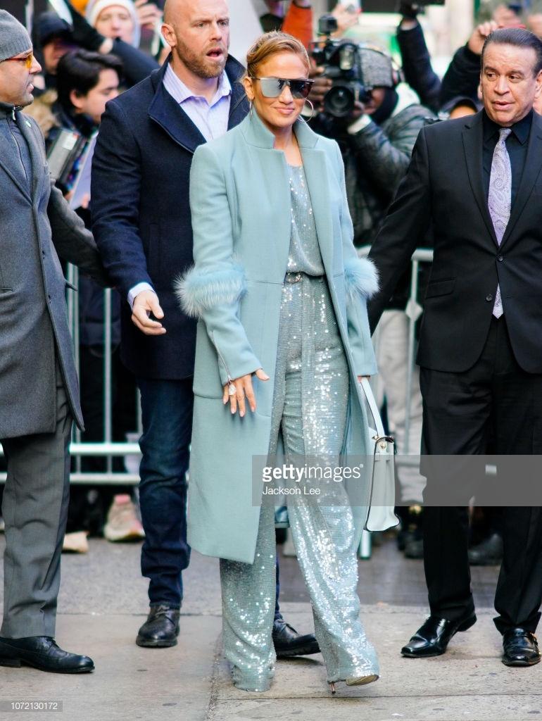 áo khoác mùa Đông Jennifer Lopez 8