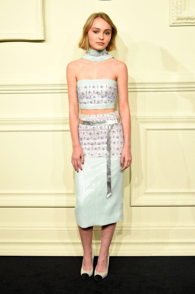 phối hợp váy bút chì Lily-Rose Depp