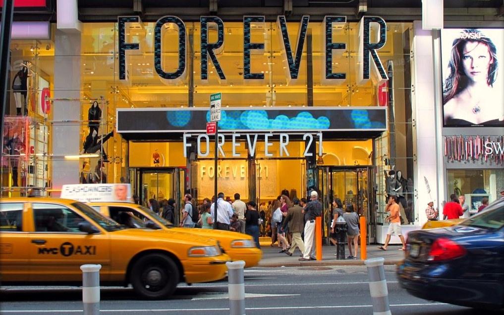 Điểm tin thời trang: Forever 21 gây tranh cãi vì sử dụng hình ảnh người mẫu quảng cáo không phù hợp