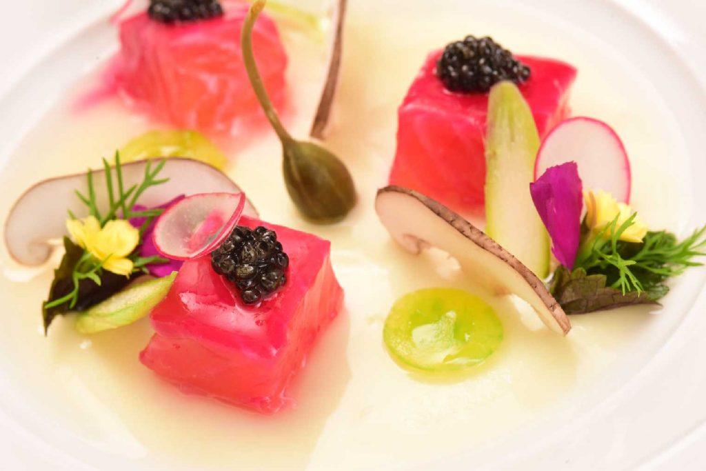 Khám phá ẩm thực thế giới cùng thực đơn mùa lễ hội tại Khách sạn Metropole 2