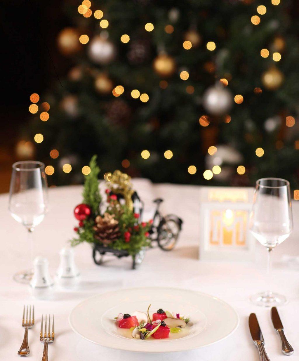 Khám phá ẩm thực thế giới cùng thực đơn mùa lễ hội tại Khách sạn Metropole 1