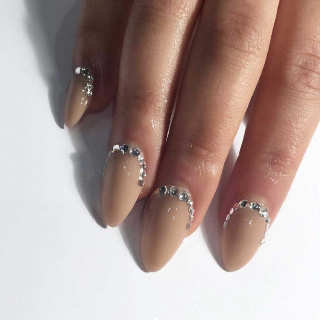 mẫu vẽ móng tay cuối năm - nude crystal