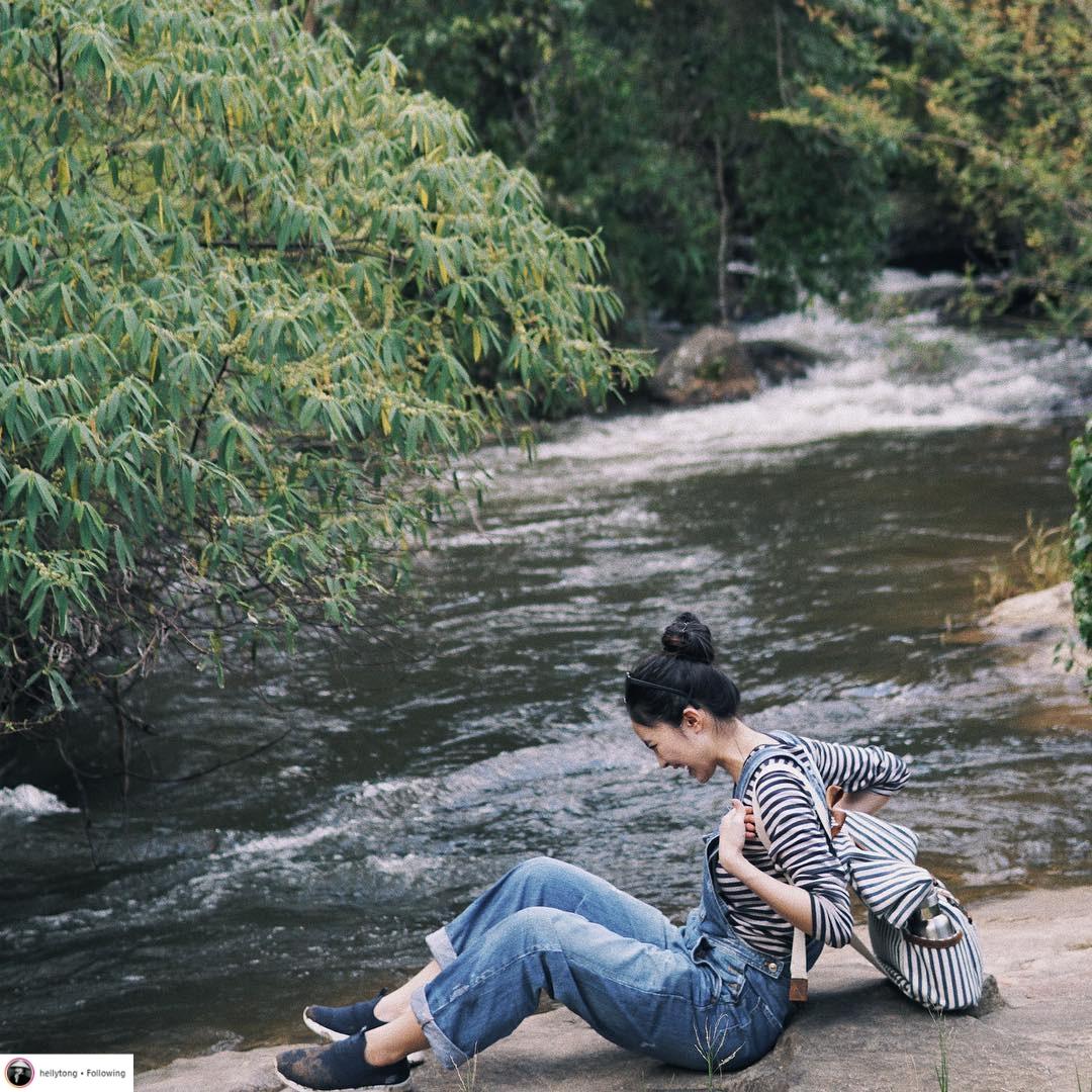 Thời trang du lịch tinh giản của sao Việt 12