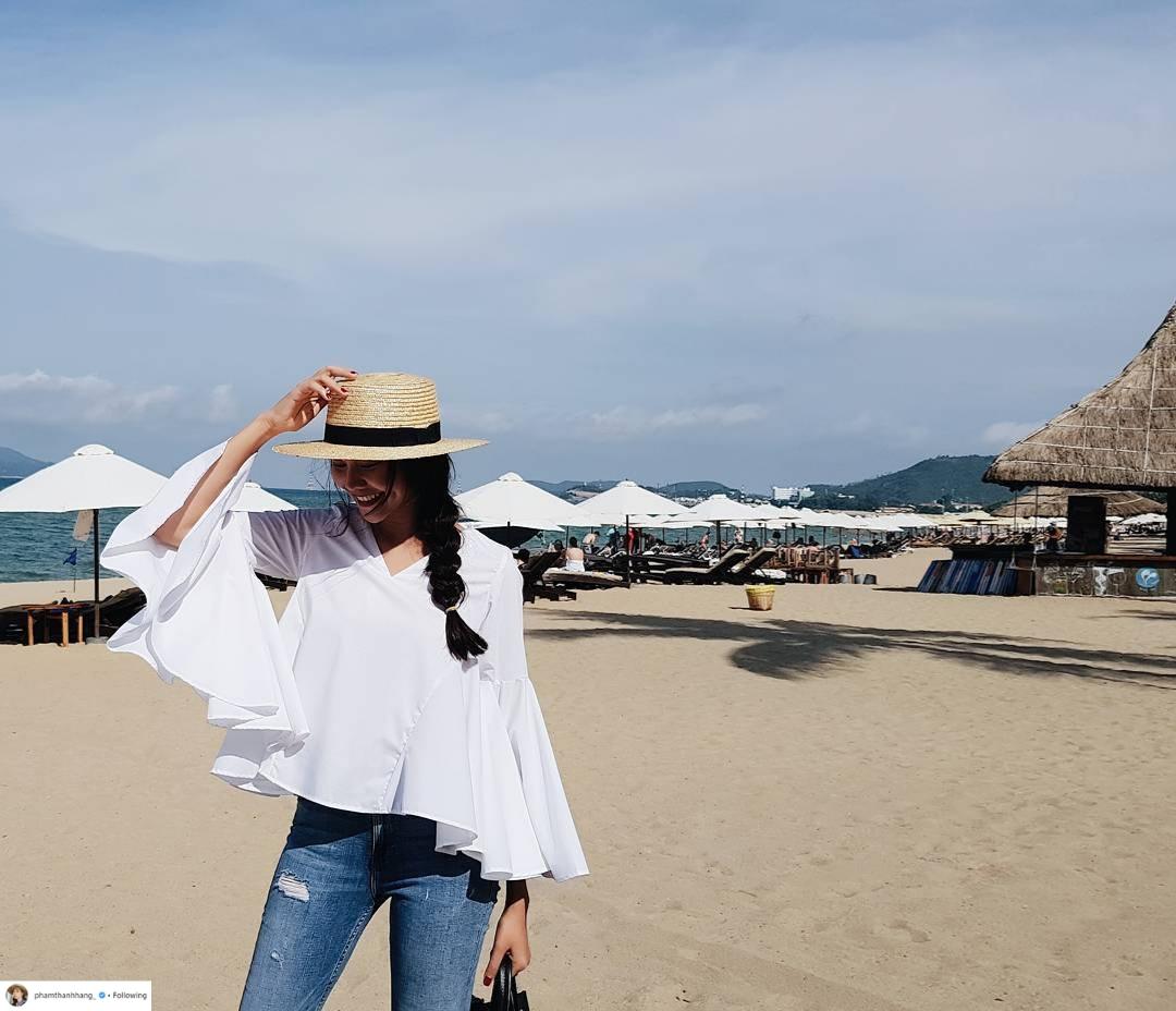Thời trang du lịch tinh giản của sao Việt 17
