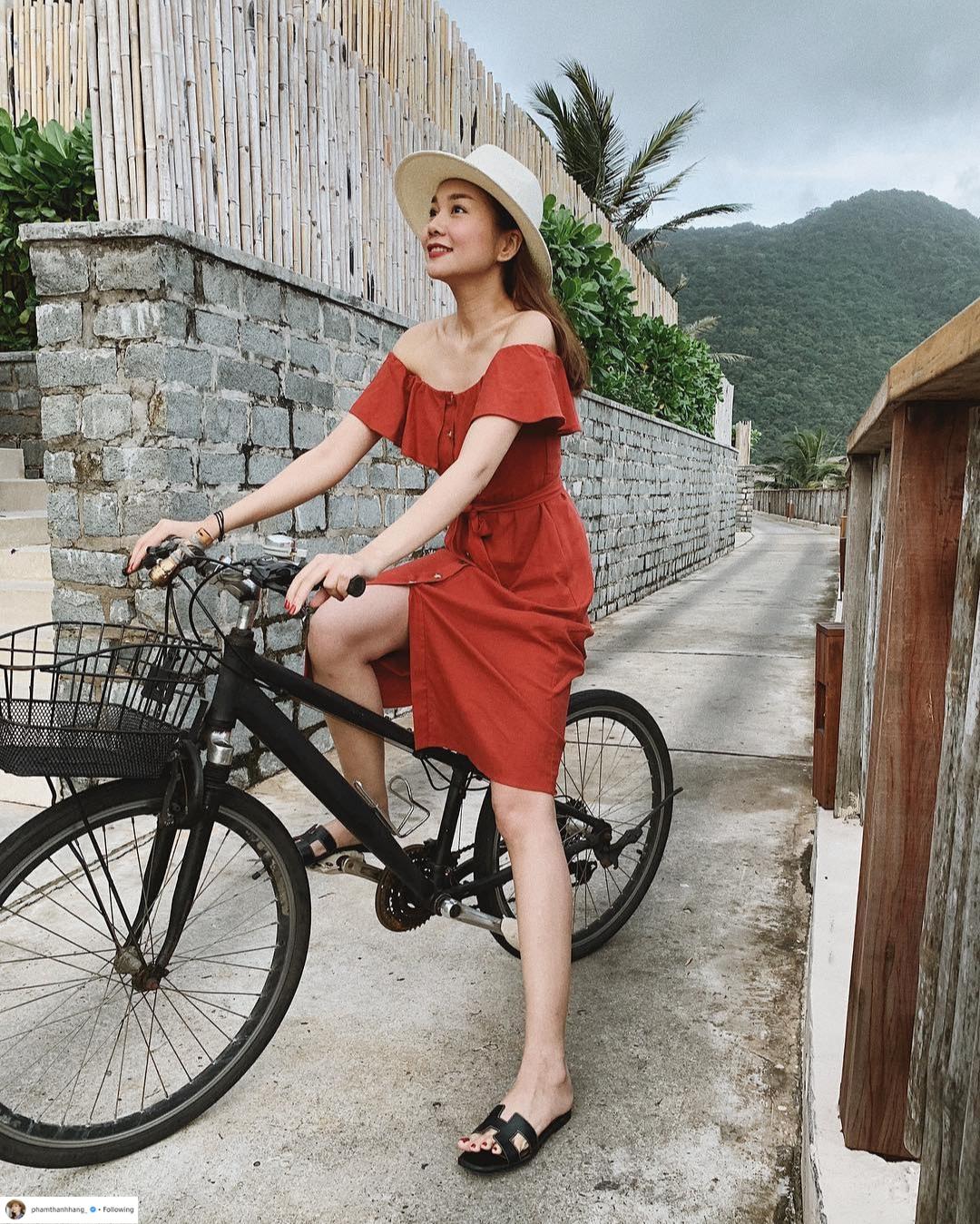 Thời trang du lịch tinh giản của sao Việt 5