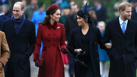 Chọn trang phục màu sắc đối lập, Kate và Meghan xuất hiện cùng nhau trong ngày Giáng sinh