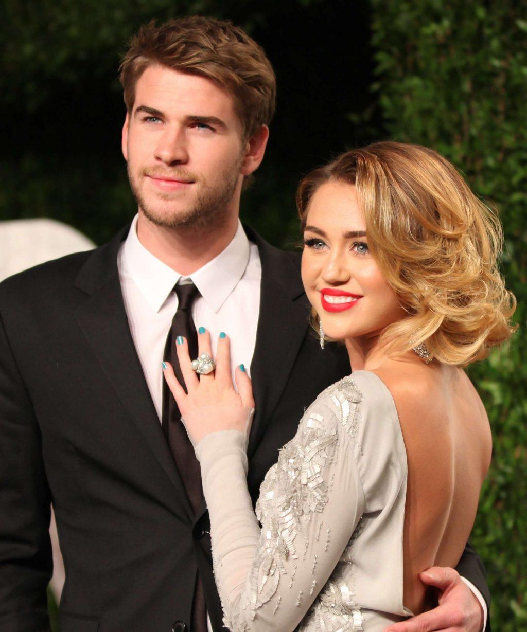 váy cưới của  Miley Cyrus 3