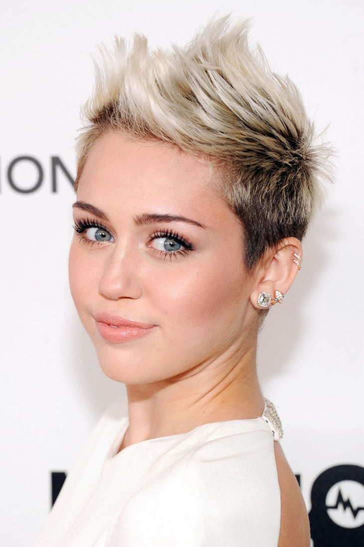 10 mái tóc và chuyện tình yêu của Miley Cyrus