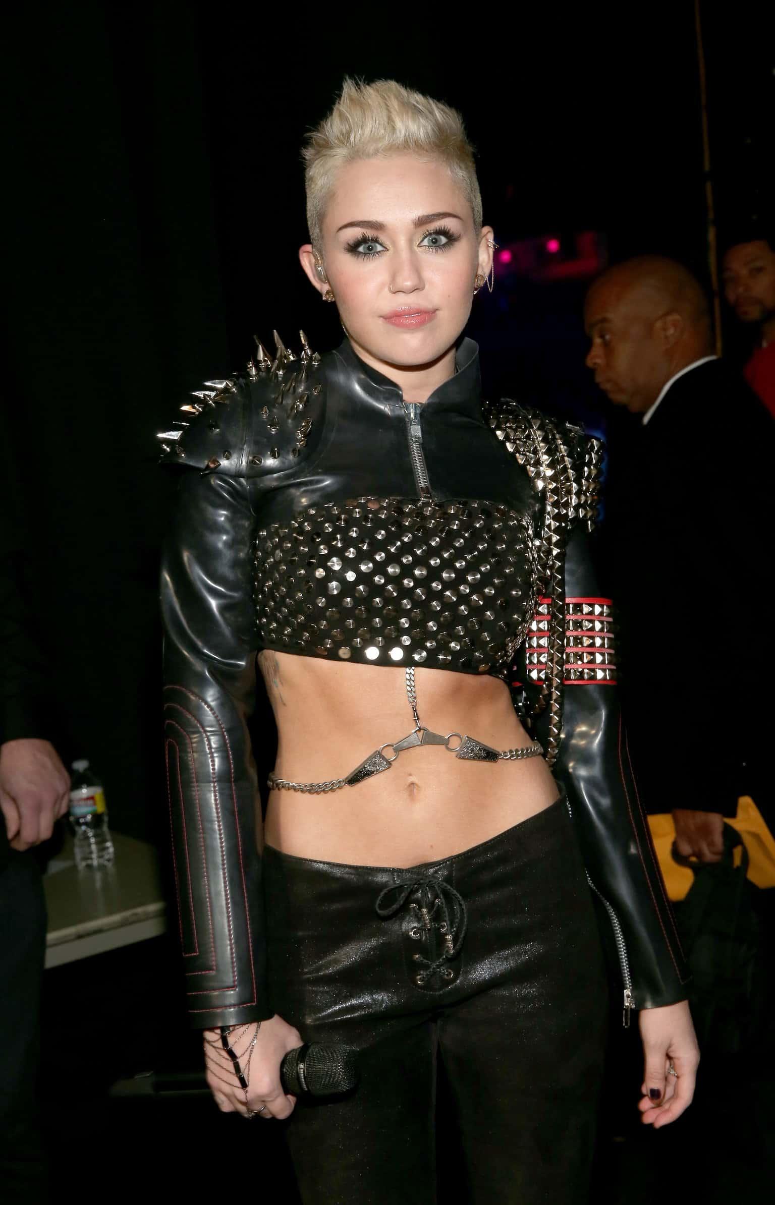 sự thay đổi trong phong cách thời trang của Miley Cyrus 11