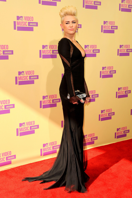 sự thay đổi trong phong cách thời trang của Miley Cyrus 12