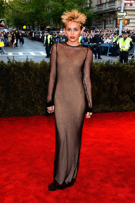 sự thay đổi trong phong cách thời trang của Miley Cyrus 15