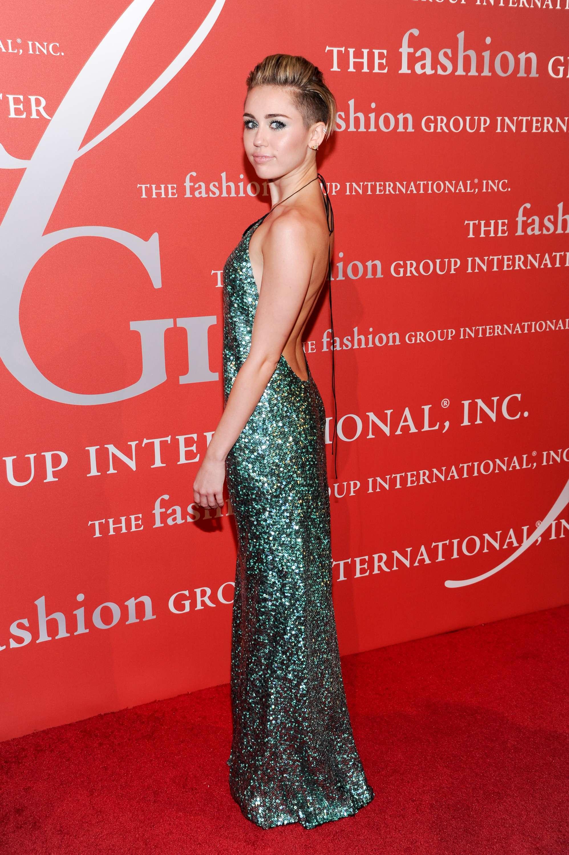 sự thay đổi trong phong cách thời trang của Miley Cyrus 17