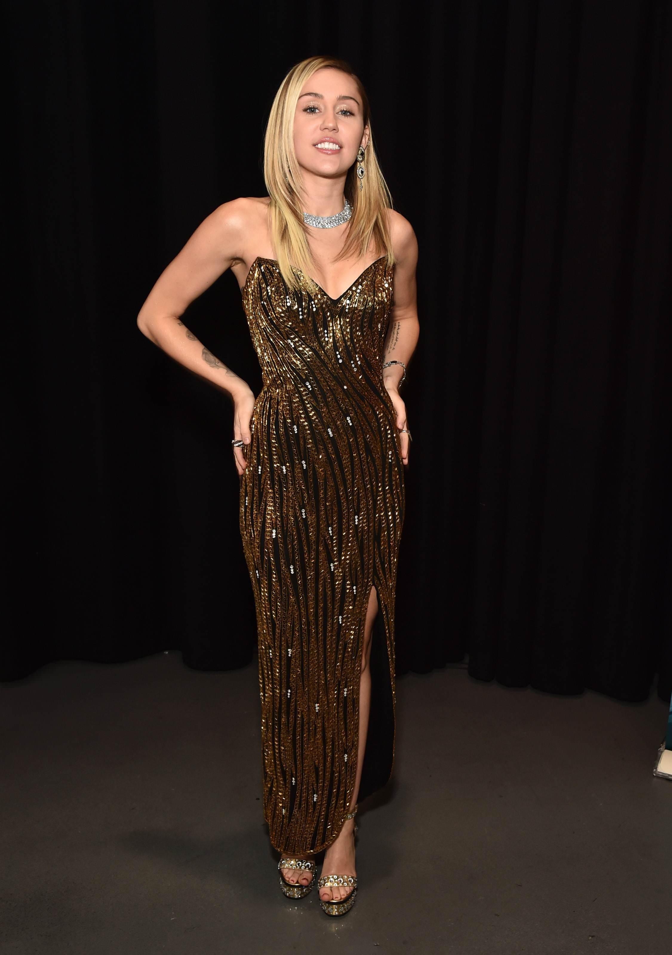 sự thay đổi trong phong cách thời trang của Miley Cyrus 21