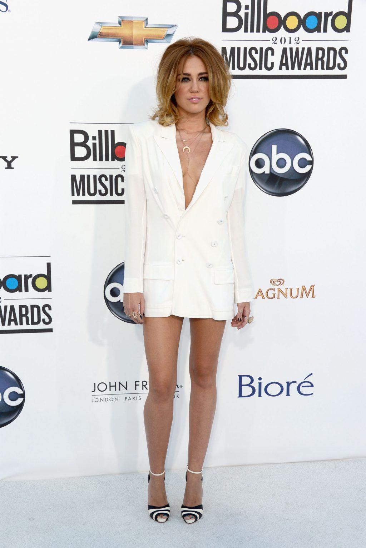 sự thay đổi trong phong cách thời trang của Miley Cyrus 5