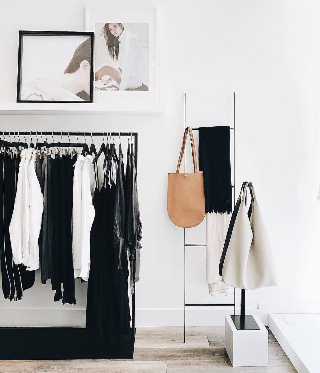 Những món đồ bạn nên bỏ đi trong tủ quần áo 5