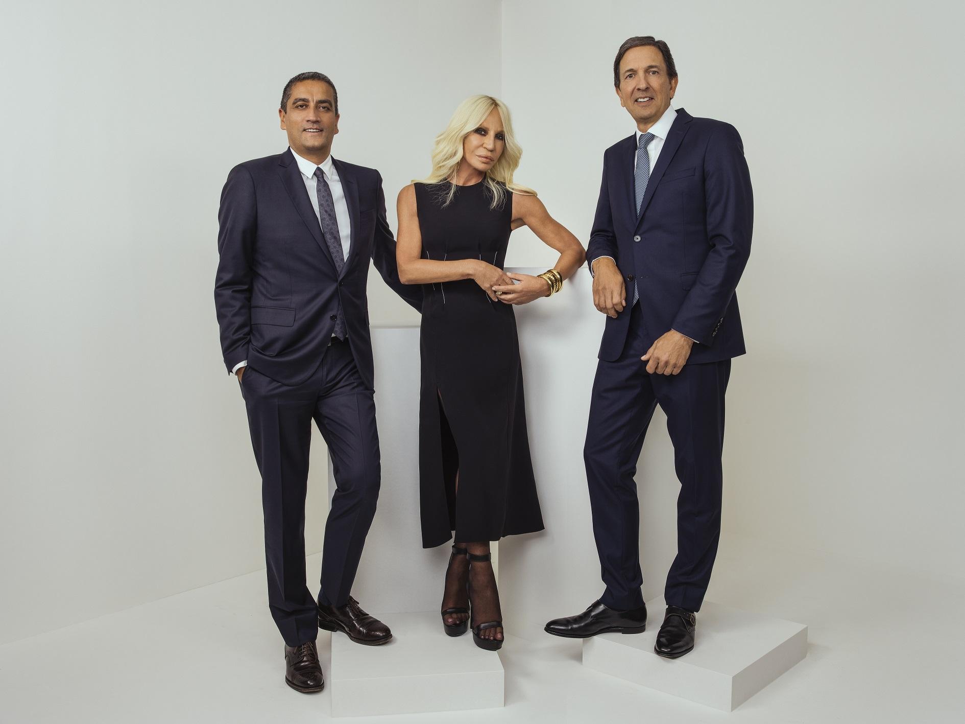 Điểm tin thời trang: Christopher Bailey được phong tước sĩ quan. Michael Kors chính thức đổi tên thành Capri Holdings 2