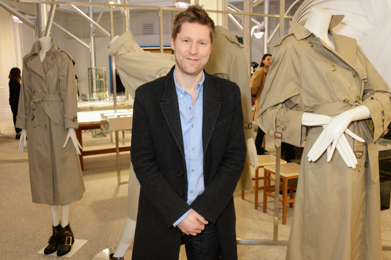 Điểm tin thời trang: Christopher Bailey được phong tước sĩ quan. Michael Kors chính thức đổi tên thành Capri Holdings 8