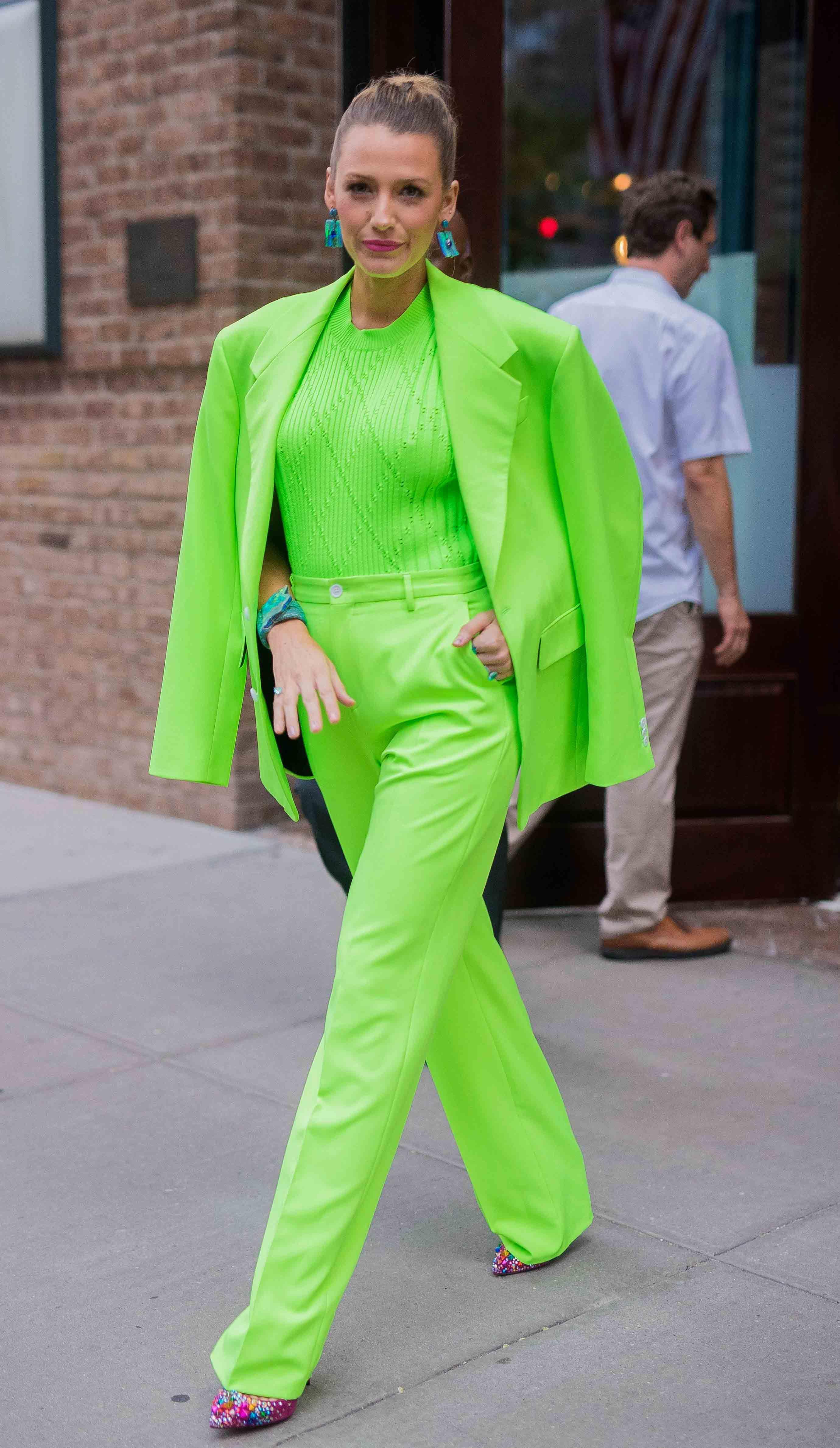 phối trang phục từ bảng màu neon 5