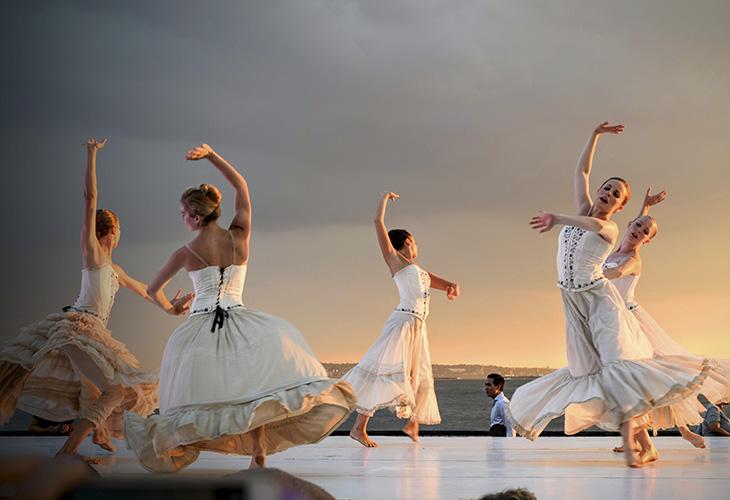 Khiêu vũ được xem là một trong những bài tập thể dục đơn giản nhưng thú vị.