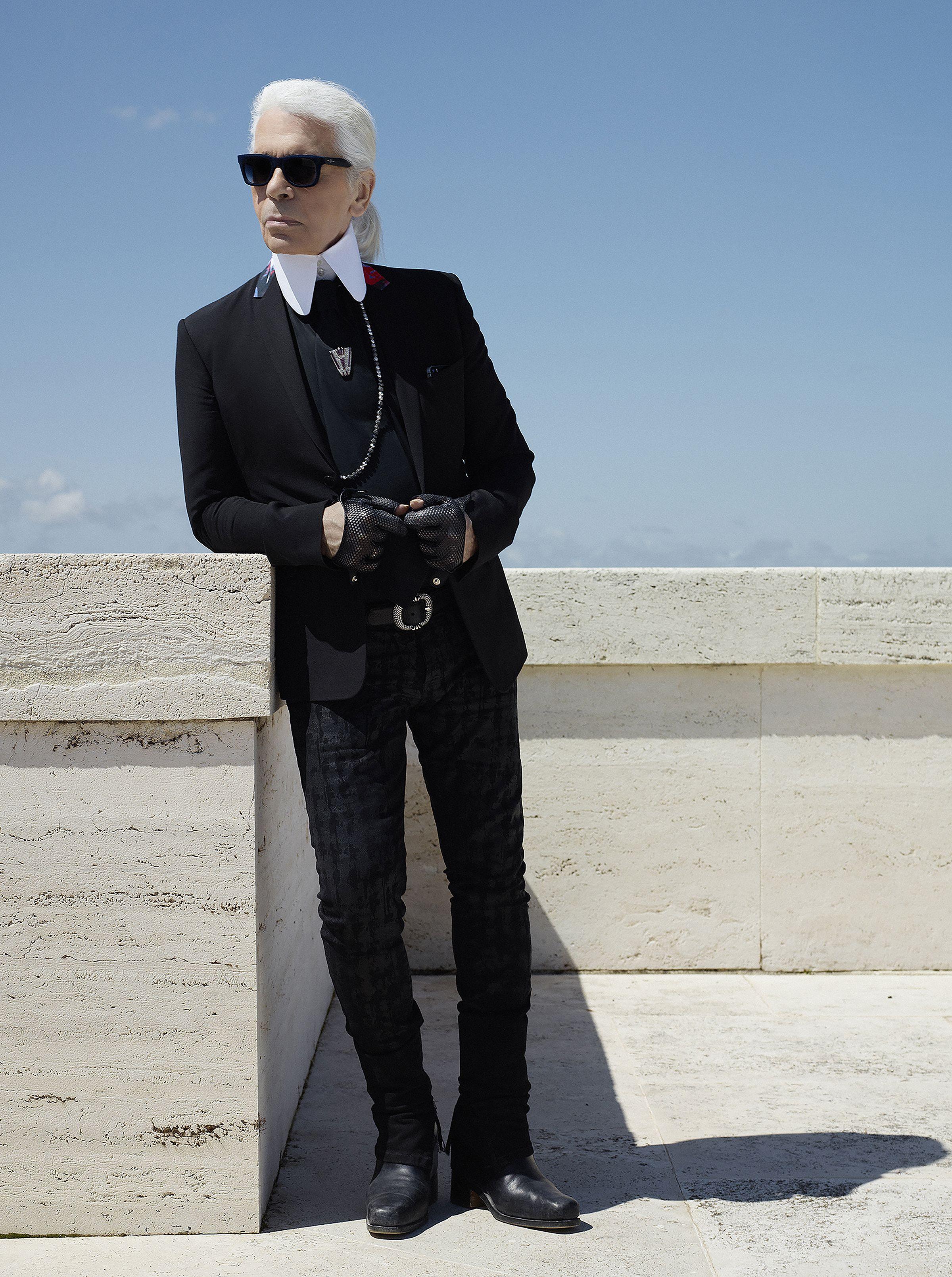 Gia tài sách đồ sộ của NTK Karl Lagerfeld 2