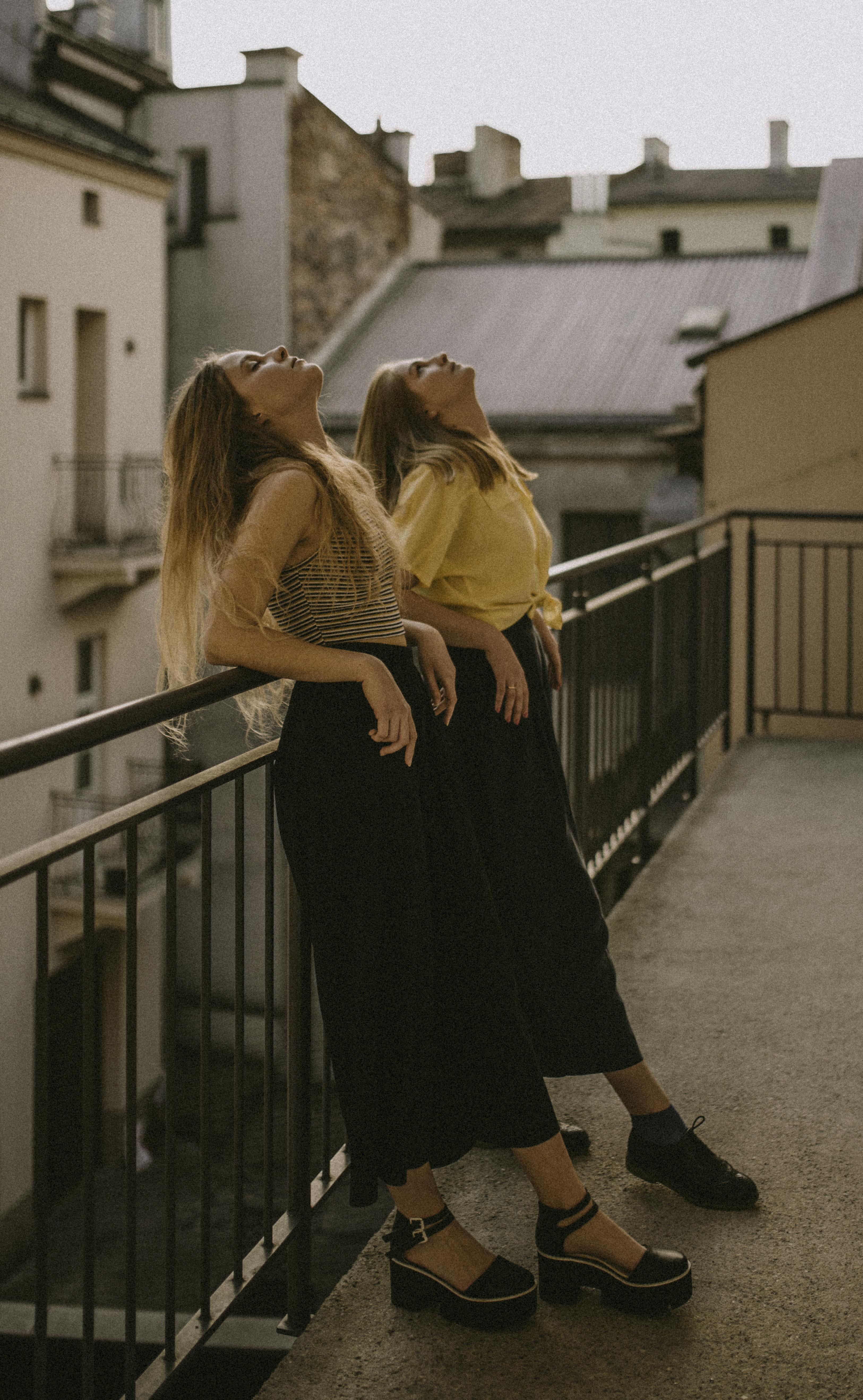 Tinh thần tự do phóng khoáng thể hiện trong mái tóc kiểu Pháp của quý cô Parisienne.