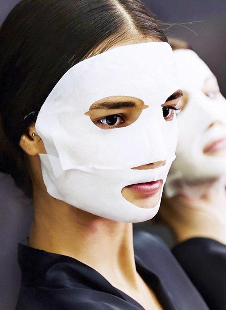 Thường xuyên đắp mặt nạ giấy là bước đơn giản nhất trong chu trình dưỡng da căng bóng