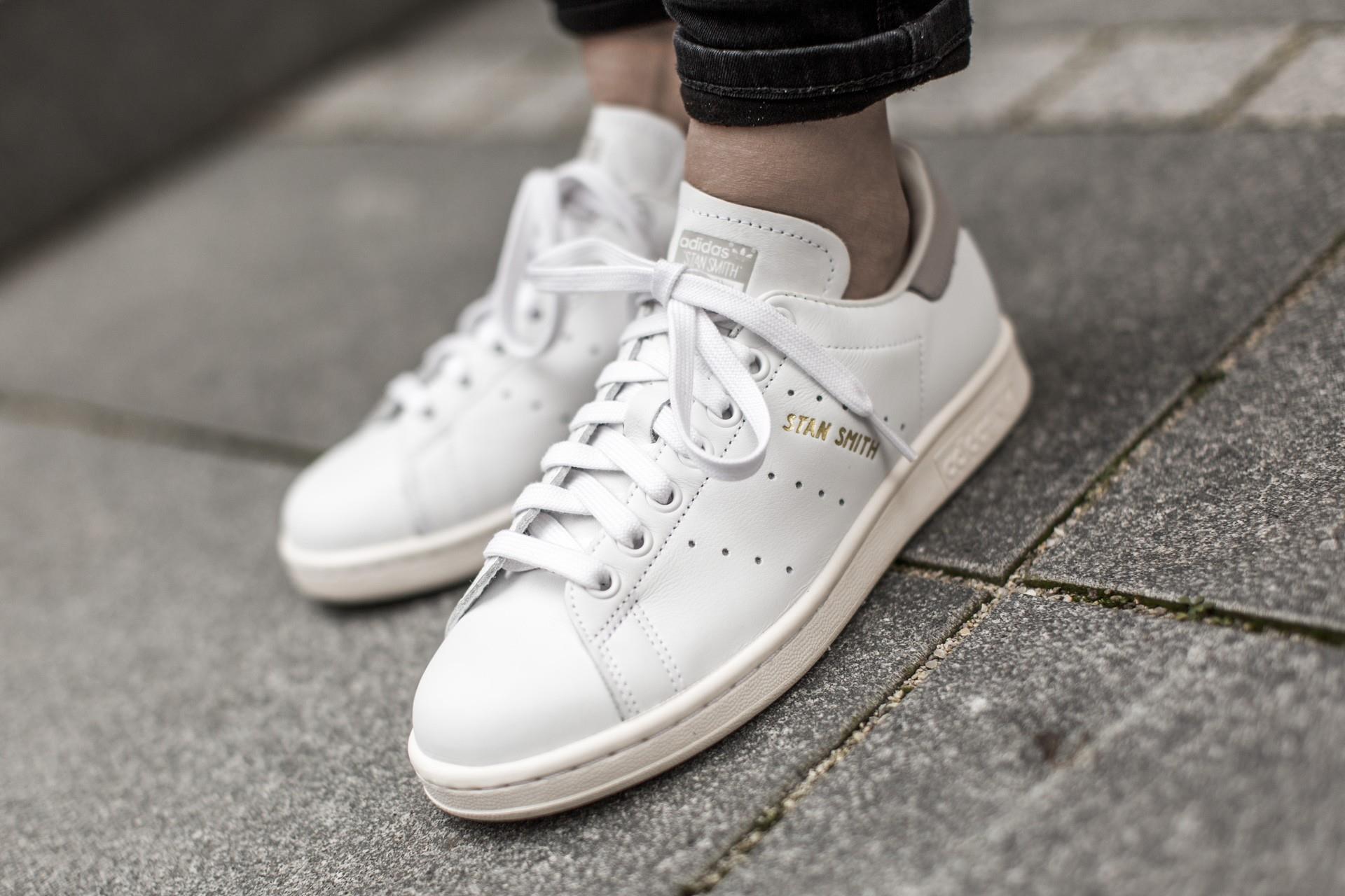 Đôi giày thể thao 6