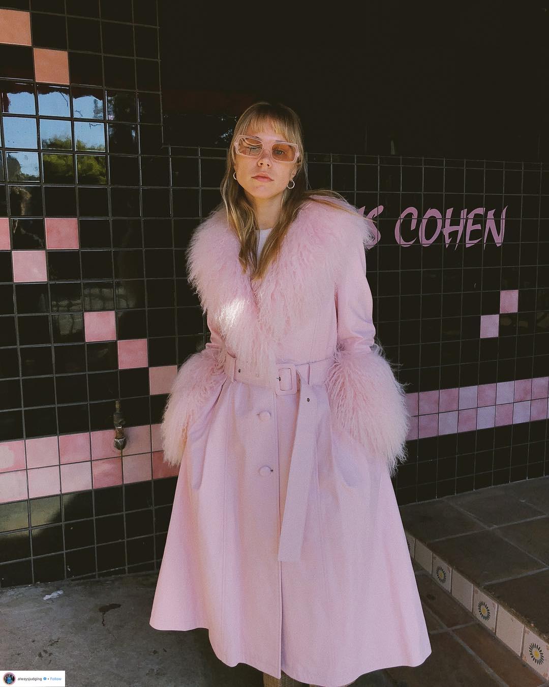 """Áo khoác viền lông – Xu hướng thời trang đang """"thống trị"""" mạng xã hội Instagram 2"""