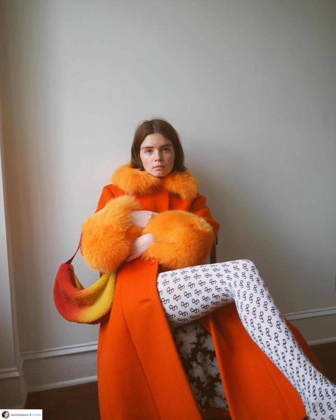 """Áo khoác viền lông – Xu hướng thời trang đang """"thống trị"""" mạng xã hội Instagram 4"""