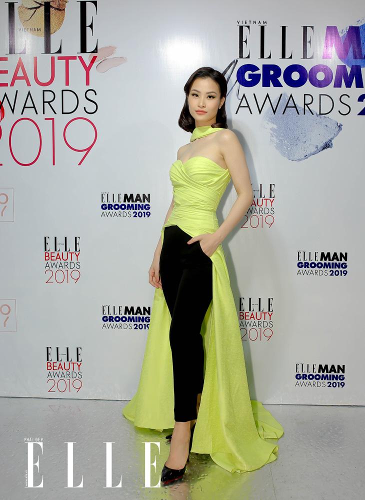 Đông Nhi tại thảm đỏ ELLE Beauty Awards 2019.