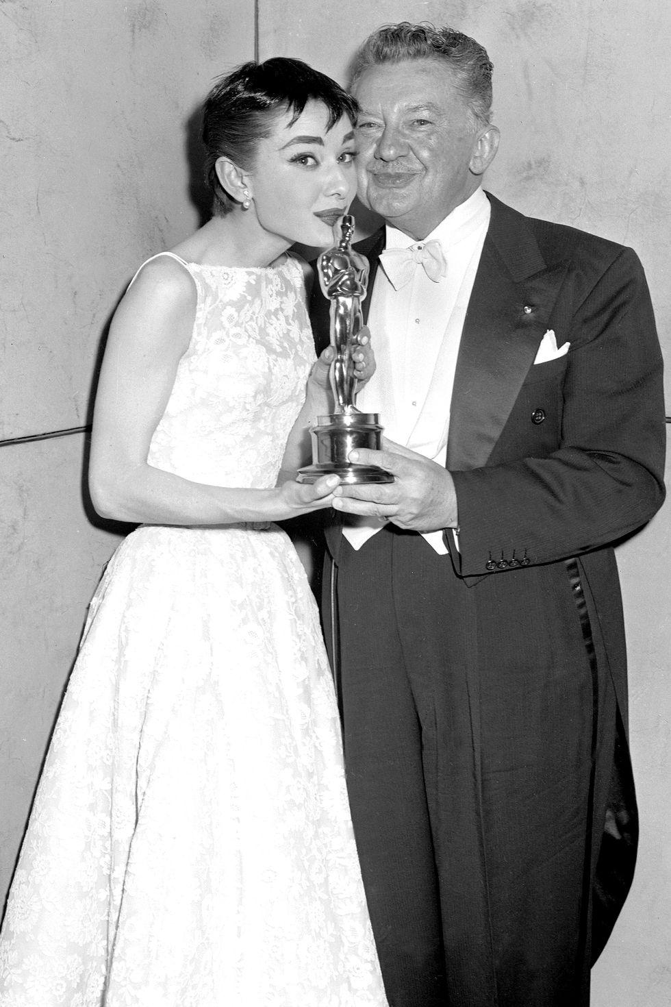 ELLE Việt Nam tượng vàng Oscar