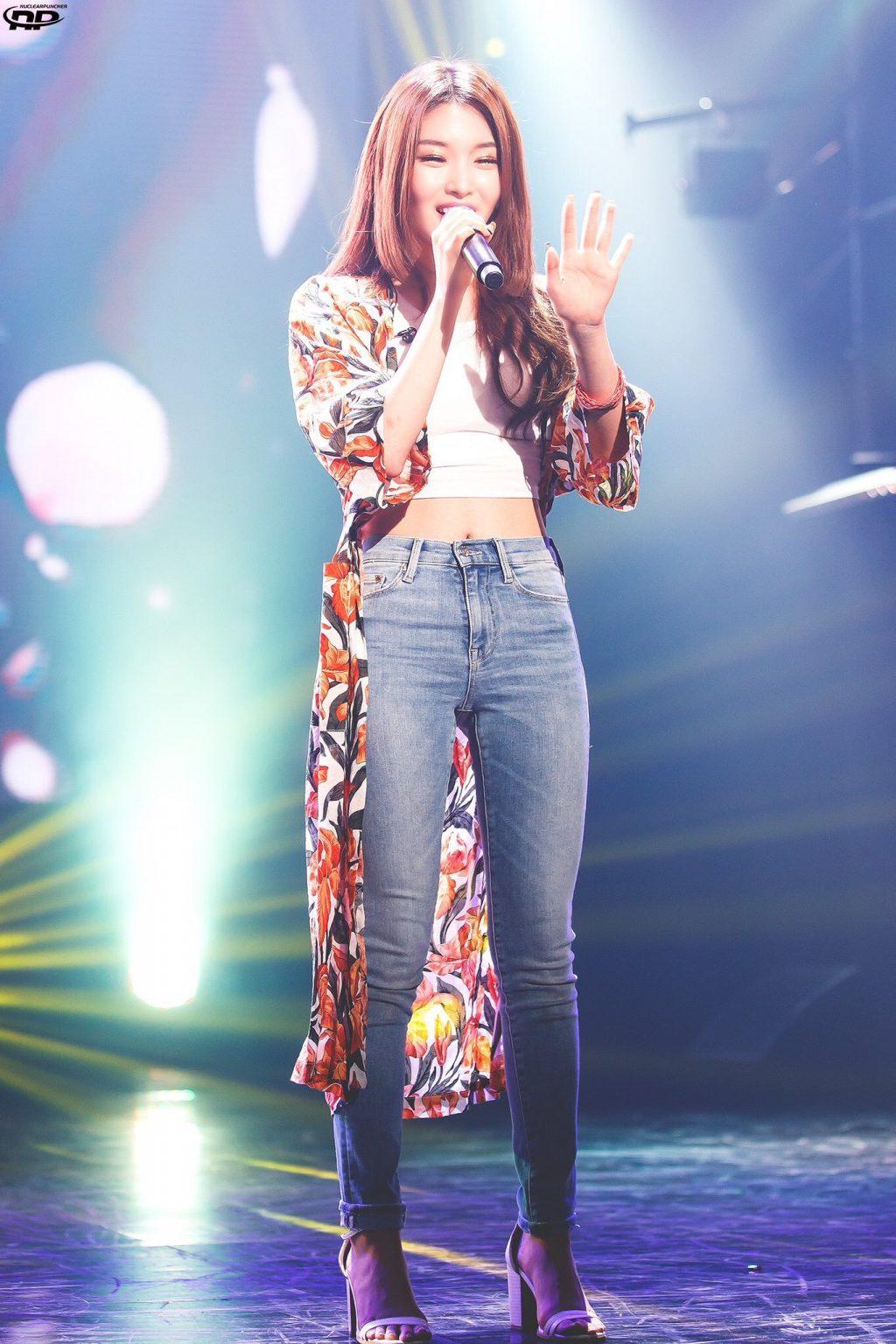 phong cách thời trang Kim Chung Ha 21