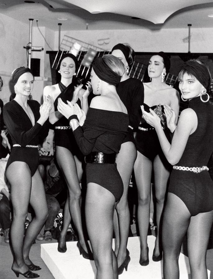 bodysuit đen trong bst seven easy pieces của donna karan