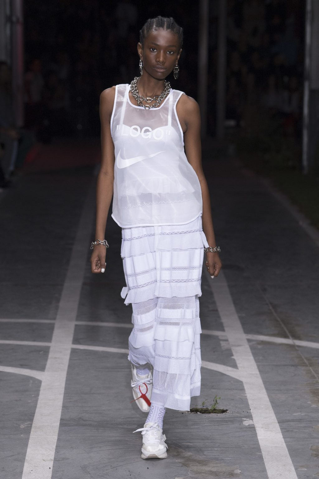 Trang phục màu trắng 4