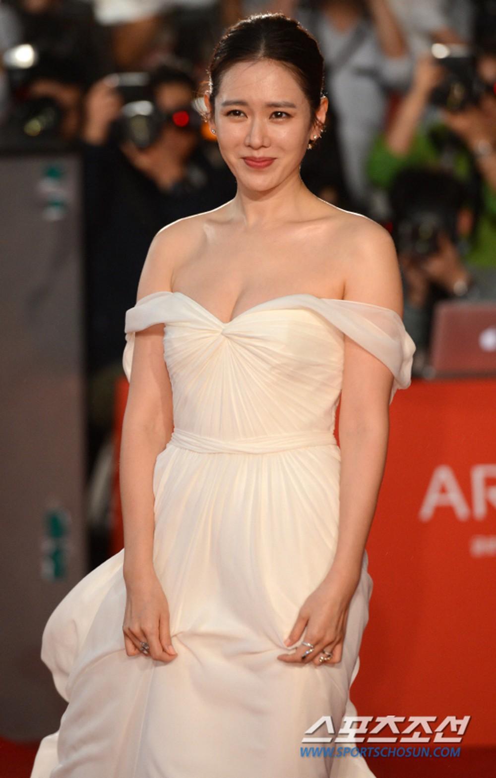 elle viet nam phong cách thời trang son ye jin 4