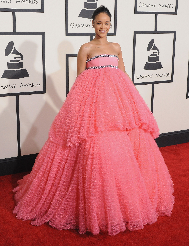 Thời trang thảm đỏ Grammy Rihanna