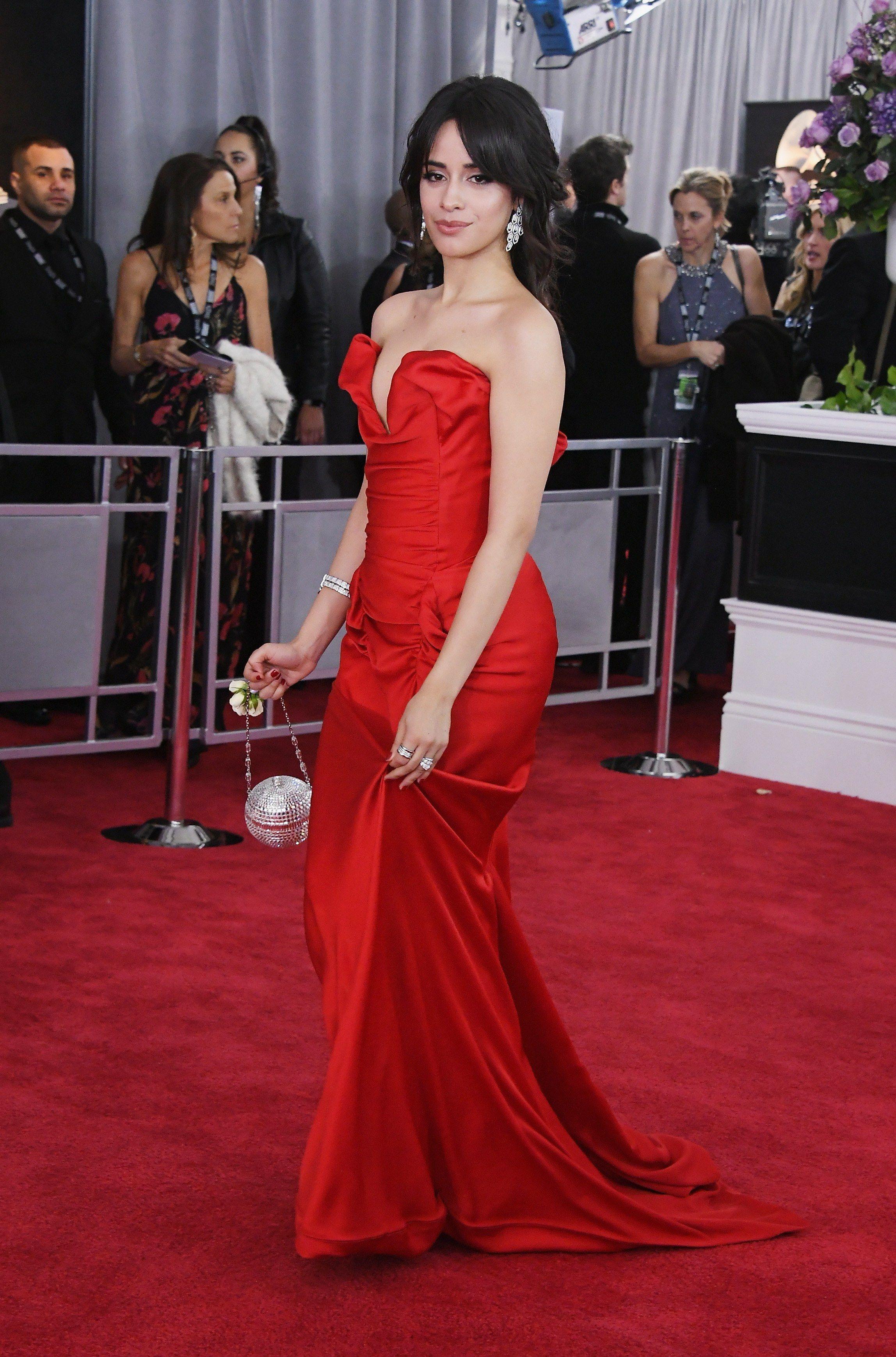 Thời trang thảm đỏ Grammy Camila Cabello