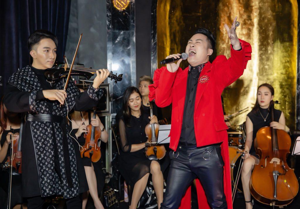 nghệ sĩ Violin Hoàng Rob thăng hoa cùng divo Tùng Dương