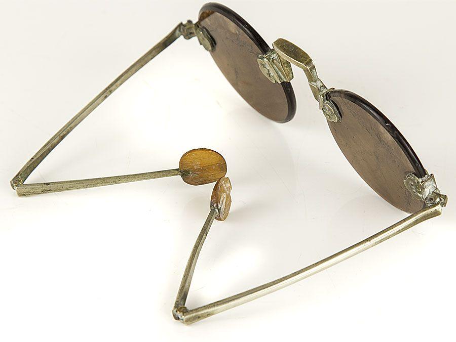 Lịch sử kính mắt thời trang thạch anh 2