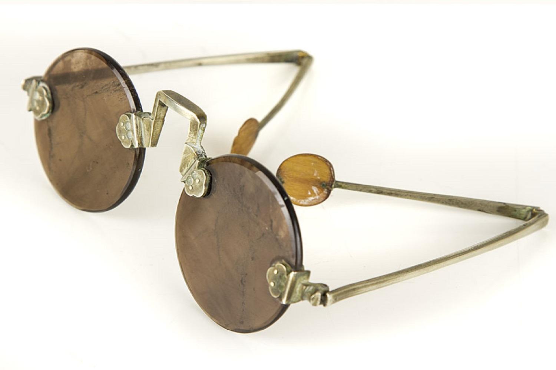 Lịch sử kính mắt thời trang kính thạch anh 1